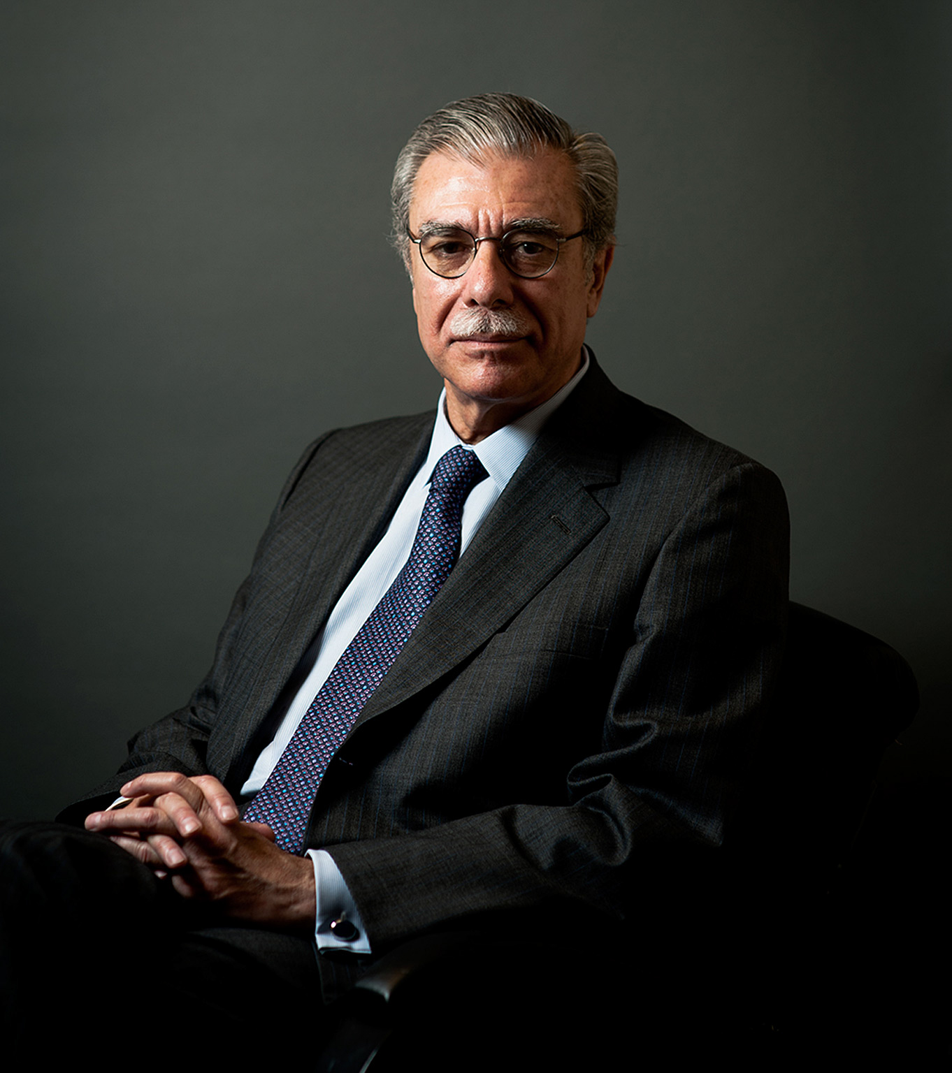 Studio portrait of Secretary of Commerce Carlos Guiterez